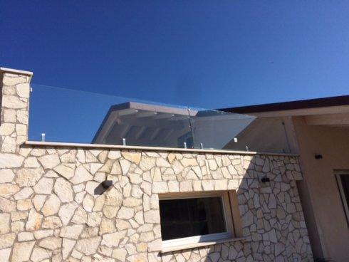 Ringhiere in vetro per terrazze esterne parapetti for Arredi esterni per terrazze